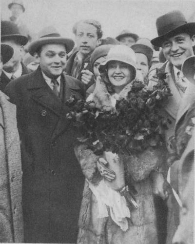 Willy Fritsch & Lilian Harvey mit Produzent Erich Pommer in Wien.