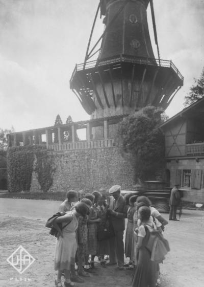 Mit Fans in Potsdam, 1932