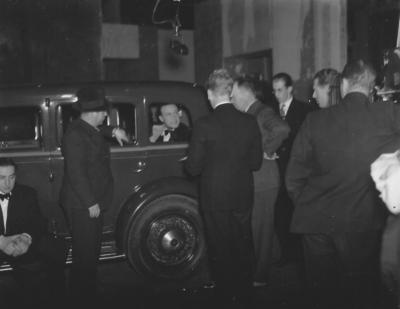 Willy Fritsch mit Pressevertretern in Stockholm/Schweden, 1934